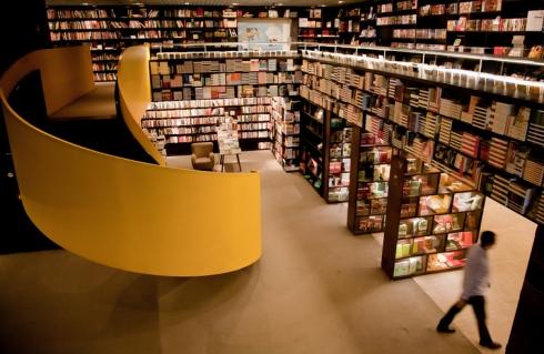 SÌO PAULO, SP, BRASIL, 01-03-2011, 17h00:Livraria da Vila do Shopping Cidade Jardim. Sobre livrarias brasileiras que est‹o ampliando inaugura›es de lojas f'sicas, principalmente em shoppings. (Foto: Carlos Cecconello/Folhapress,MERCADO) *** EXCLUSIVO FOLHA***
